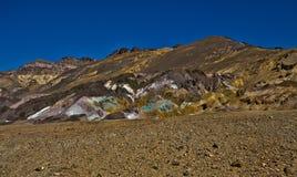五颜六色的沙漠山 免版税库存图片