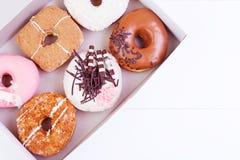 五颜六色的油炸圈饼 库存图片
