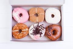五颜六色的油炸圈饼 库存照片