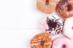 五颜六色的油炸圈饼 免版税库存照片