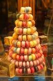五颜六色的法国蛋白杏仁饼干 免版税库存图片