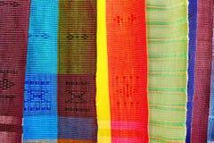 五颜六色的泰国当地织品在Chiangmai 免版税库存图片