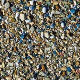 五颜六色的海向背景扔石头 库存照片