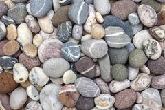 五颜六色的海滩小卵石 免版税库存图片