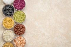 五颜六色的海盐溶与拷贝空间的汇集 图库摄影