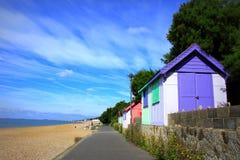 五颜六色的海滨别墅 免版税图库摄影