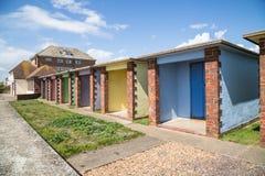 五颜六色的海滩小屋, Hythe,肯特,英国 库存照片