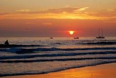 五颜六色的海洋日出 免版税库存图片