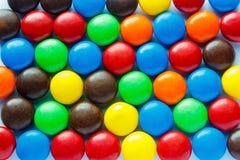 五颜六色的涂上巧克力的糖果 免版税图库摄影