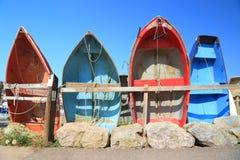 五颜六色的渔船行  免版税库存图片