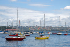 五颜六色的游艇 免版税库存图片