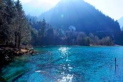 五颜六色的湖在九寨沟,中国 免版税图库摄影
