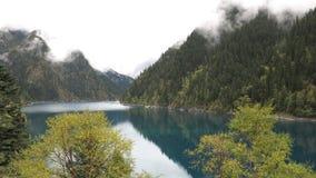 五颜六色的湖 免版税库存图片