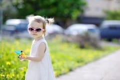 五颜六色的滑稽的女孩玩具 免版税库存照片