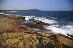 五颜六色的火山的海岸线 图库摄影