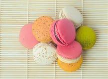 五颜六色的点心法国人蛋白杏仁饼干 免版税图库摄影