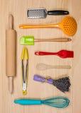 五颜六色的烘烤和酥皮点心工具 免版税库存图片