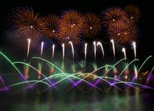 五颜六色的烟花爆炸,新年,在黑暗的背景关闭隔绝的惊人的烟花与文本的,马耳他火地方 库存图片