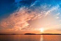 五颜六色的热带日出 库存图片