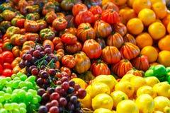 五颜六色的热带水果和蔬菜背景 免版税图库摄影