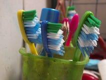 五颜六色的牙刷 免版税库存图片