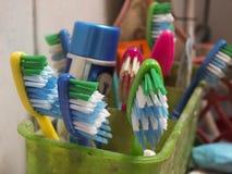 五颜六色的牙刷 图库摄影