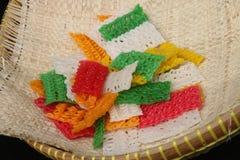 五颜六色的珍珠粉卷曲薄脆饼干 免版税图库摄影