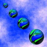 五颜六色的球形从天空浮动下来 免版税图库摄影