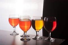 五颜六色的瓶和玻璃在白色背景 免版税库存照片