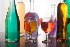 五颜六色的瓶和玻璃在白色背景 免版税图库摄影