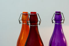 五颜六色的瓶由玻璃制成 库存图片
