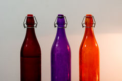 五颜六色的瓶由玻璃制成 免版税库存图片