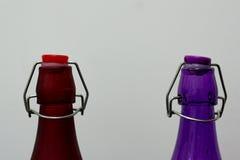 五颜六色的瓶由玻璃制成 免版税库存照片