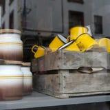 五颜六色的瓷杯子1950 Th年 库存图片