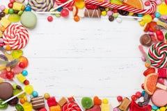 五颜六色的甜点 棒棒糖和糖果 库存照片