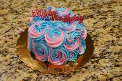 五颜六色的生日奶油蛋糕 图库摄影