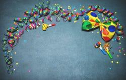 五颜六色的生日或狂欢节背景 库存图片