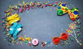 五颜六色的生日或狂欢节背景 库存照片