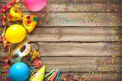 五颜六色的生日或狂欢节背景 免版税库存图片
