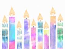 五颜六色的生日灼烧的蜡烛 光明节与在白色背景隔绝的蜡烛的贺卡