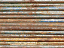 五颜六色的生锈的管子背景 免版税库存图片