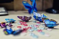 五颜六色的用于Th的装饰的蝴蝶和小按钮 免版税库存图片