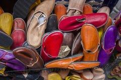 五颜六色的皮肤拖鞋 免版税库存照片