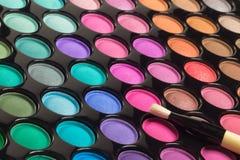 五颜六色的眼影膏构成调色板特写镜头  免版税库存图片