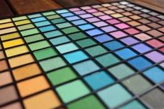 五颜六色的眼影膏调色板 许多选择组成的你自己 免版税库存图片