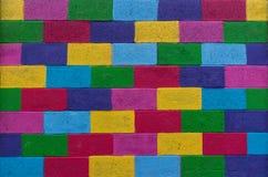 五颜六色的石墙背景 免版税库存图片