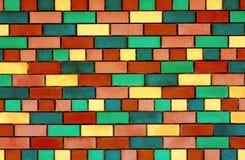 五颜六色的砖墙 免版税库存图片