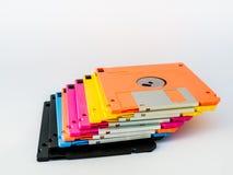 五颜六色的磁盘是稀薄和灵活的磁存储器媒介 免版税库存照片