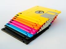 五颜六色的磁盘是稀薄和灵活的磁存储器媒介 免版税库存图片