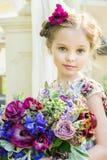 五颜六色的礼服和花的小女孩 库存照片